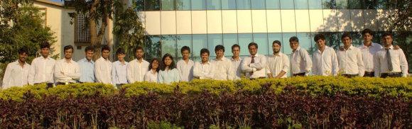Команда индийских студентов, работающих над созданием солнечного электромобиля