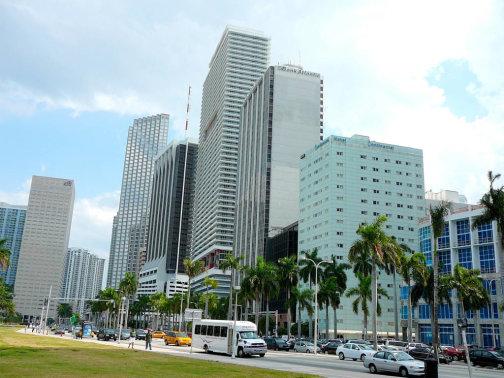 Одна из улиц Майами, на которой пройдёт гонка Formula E - Biscayne_Boulevard.