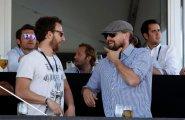 eprix6: Леонардо Ди Каприо общается с инженером своей команды.