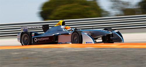 Китайский гонщик Хо-Пин Тун за рулем болида Формулы Е