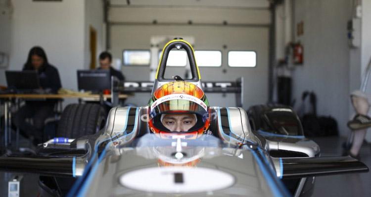 Хо Пин Тун - китайский гонщик в китайской команде