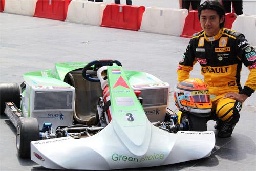 Китайский гонщик Хо-Пин Тун