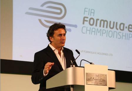 Алехандро Агаг на презентации Формулы E.