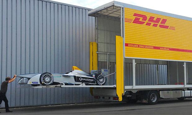 DHL транспортирует болид Формулы Е