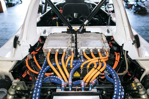 Почти 600 л.с. Электрические моторы на обоих задних колёсах. А ещё они работают и в качестве тормозов.