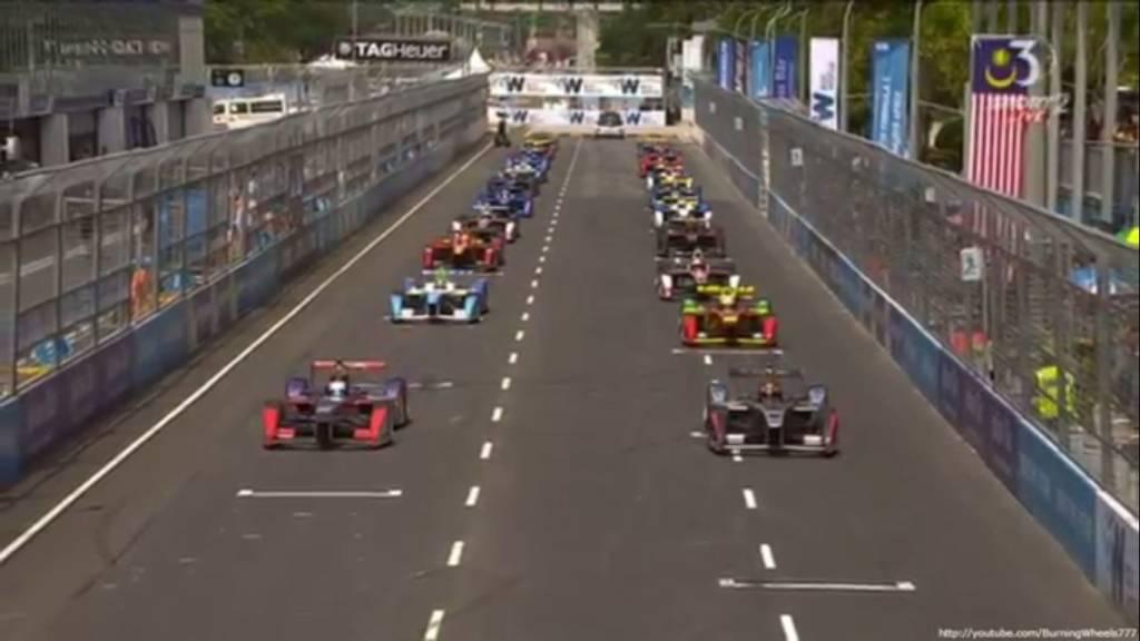 """""""Формировочный круг"""" Формулы Е. Перед стартом пилоты смещаются на 3 ряда вперёд."""