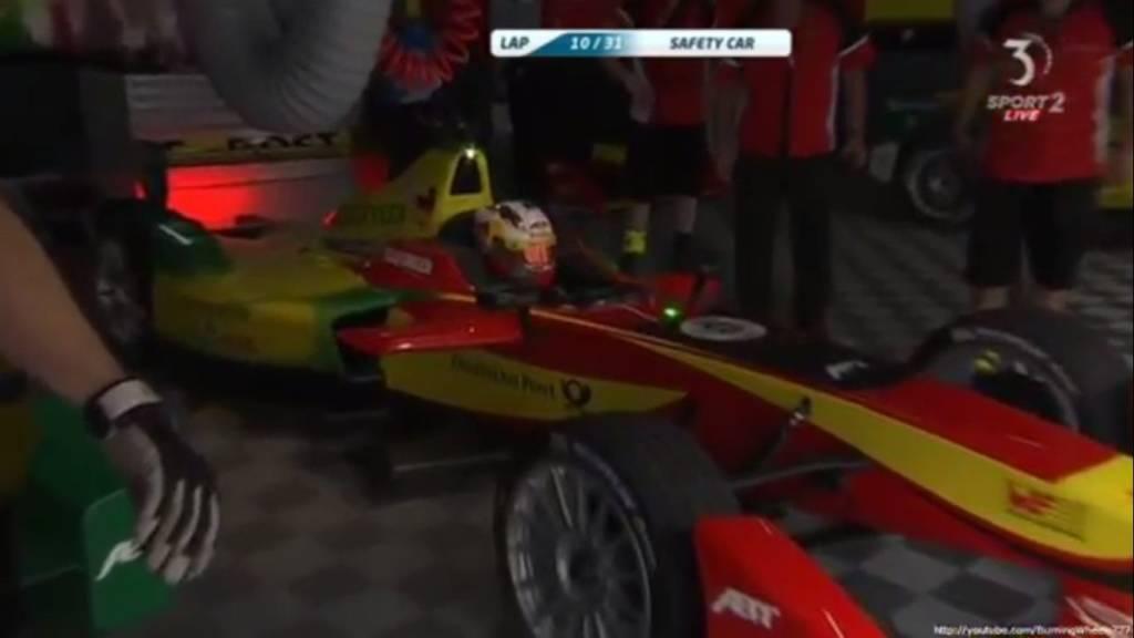 Даниэль Абт меняет машину на 10 круге. Это не плановый пит-стоп