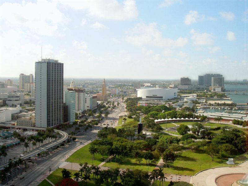 Район Bayfront в Майами - здесь проходили гонки