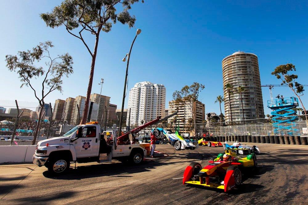 Автоспорт: eprix6: Эвакуация болида во время гонки