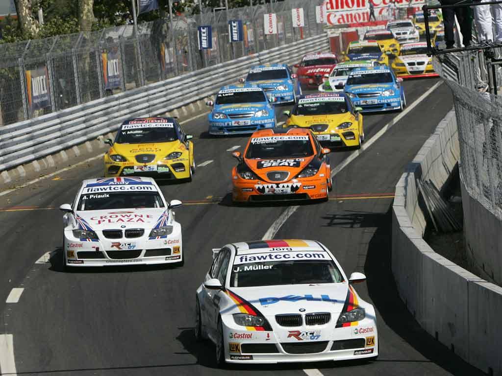 Машины в WTCC мощные, а гонки - суровые